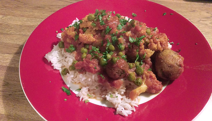 Aloo Gobi Masala - Indian Vegetarian Dish Consisting Of Tomatoes, Potatoes, Cauliflower, Peas, And Spices